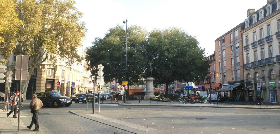 Place Jeanne d'Arc, l'une des places centrales de Toulouse