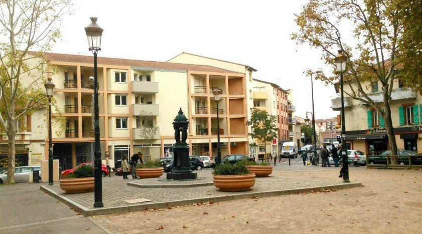 Une place typique de Toulouse, les Ravelins