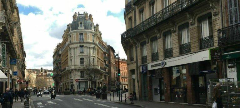 Vers la rue des Marchands à Toulouse
